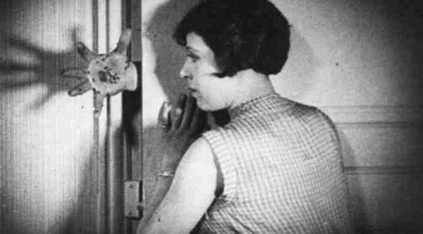 Андалузский пес - фильм (1928). Кадр из фильма