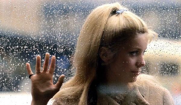 Красивые фильмы о любви и страсти - фильм Шербурские зонтики